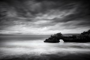 tanah_lot_bali_photo_black_and_white