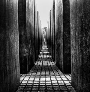Holocaust-Memorial-berlin-black&white.jpg
