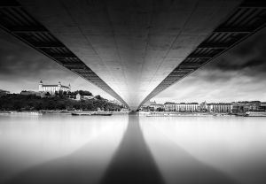 bratislava_castle_black_and_white_photo